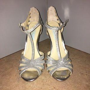 BETSEY JOHNSON GORGEOUS SILVER SPARKLE SHOES